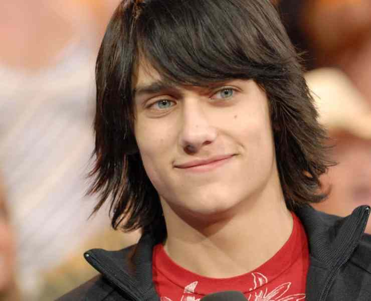From Teddy Geiger to Howie Day, these singers had some of the most popular songs in the 2000s, except they were their only songs! Here's a list of 10 of the most well known one hit wonders of the 2000s that you definitely forgot existed!