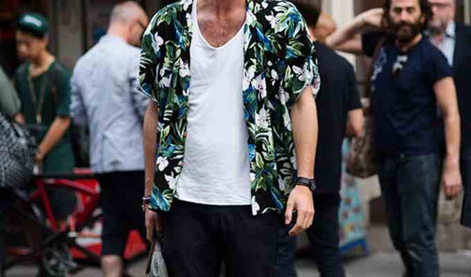 These are 2018 summer essentials for men to rock this year. These fashion essentials and items are perfect for guys looking to update their wardrobe whether for work or for college life.