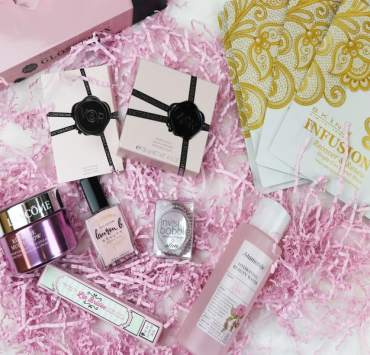 Glossybox is one of the best beauty subscription boxes to have, especially because their products are full size! This Mother's Day, Glossybox is doing a limited edition,'Melting For You' box for all moms that is the perfect gift to give this year!