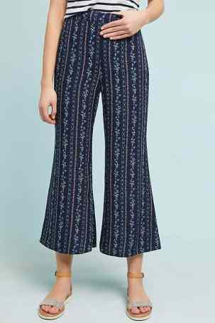 Here are 15 hippie outfits you NEED to copy! WE love these flared pants!