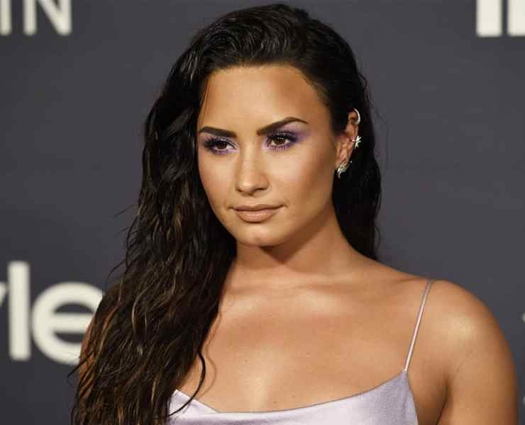 Eating disorders are more common than you may think , and it's important to know that you're not alone if you're struggling with a disorder. Here are some very well known celebrities who had eating disorders as well and were able to recover and share their inspiring stories.