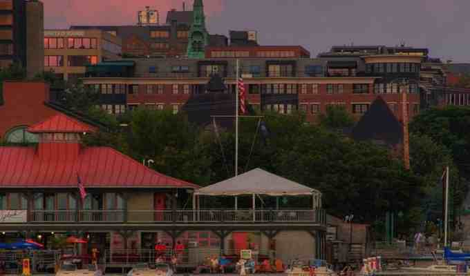 Whether you're in Burlington on vacation, for school or you're moving there permanently, chances are the Downtown region will be the first part of the city you see. Therefore, it'd be best to know about the area's hot spots. Here are 5 of the best spots in downtown Burlington.