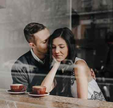 First dates can be so intimidating. If you're going on a first date, there are some things to look out for. Here are some first date deal breakers to keep in mind before your date!