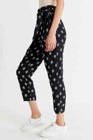 Here are 15 hippie outfits you NEED to copy! These printed pants are great for summer!