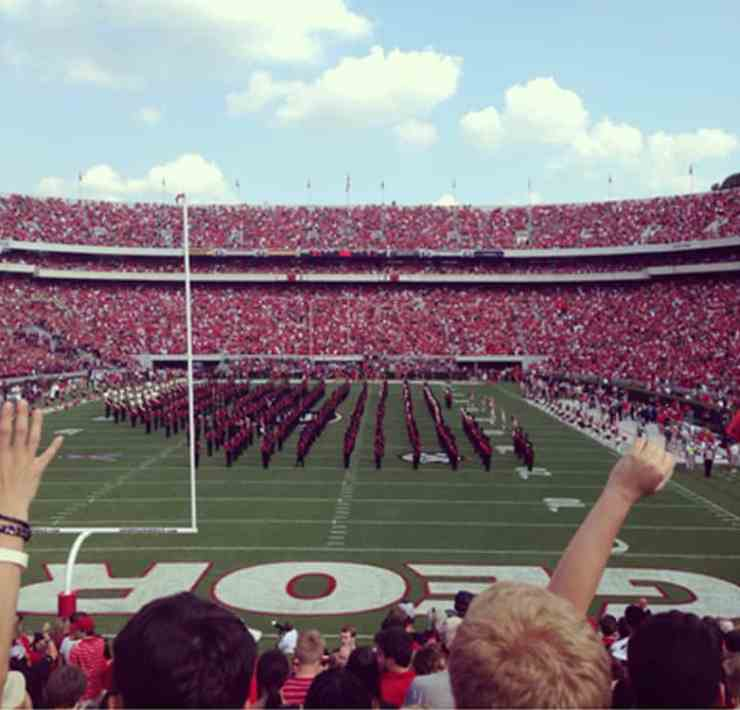 Take a look at these helpful UGA freshman move in tips for heading back to campus this fall 2018! Start being a Georgia Bull Dawg with an easy move-in!