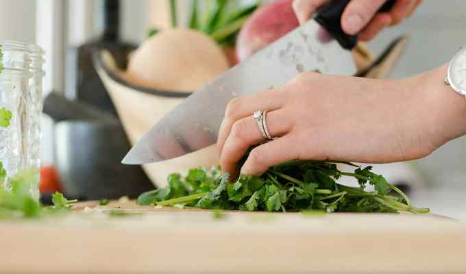 Cooking by yourself can relieve stress, save time and allow you to practice your skillzzz. Read here for why exactly dinner prep can be so therapeutic!