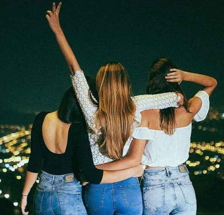 These outfits for a girls night out are so fun and chic. Take these outfit ideas for a night out on the town with your gal pals.