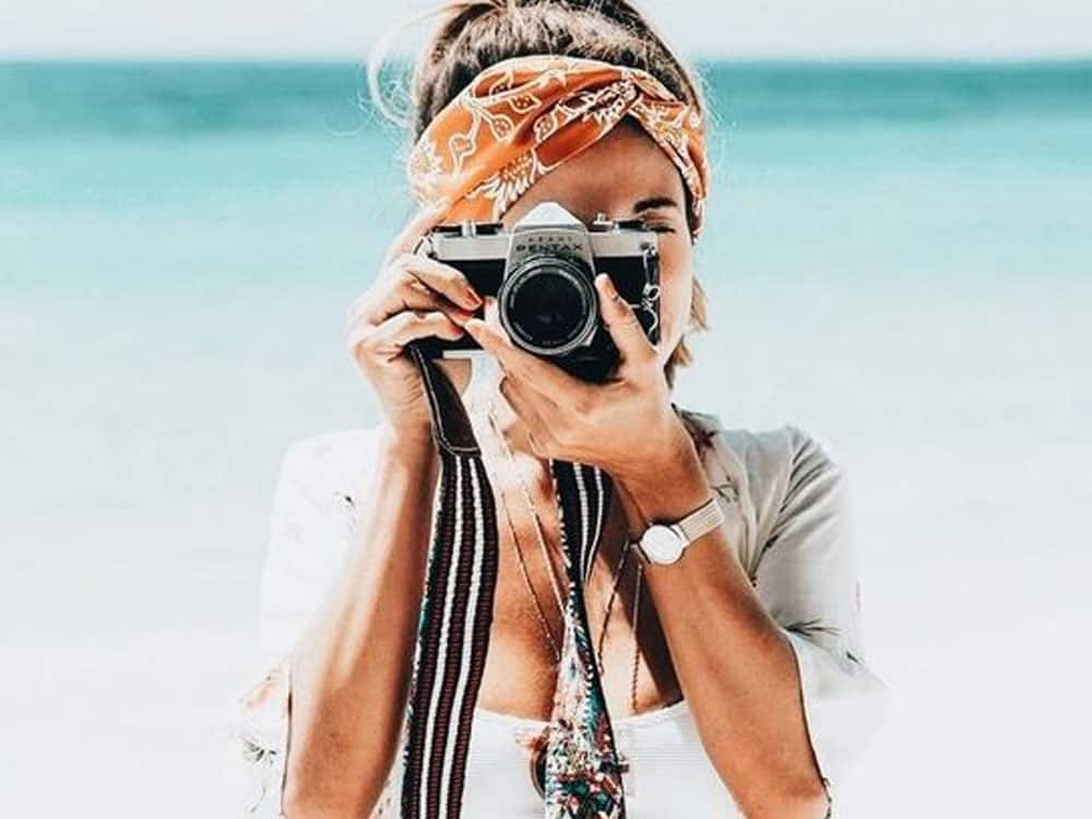 Are you looking for ways to beautify your Instagram? Here are 9 ways to pose like an Instagram model that will totally help your Insta aesthetic.