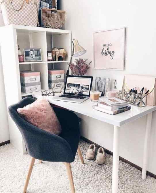Office Cubicle Space Decor Ideas from i1.wp.com