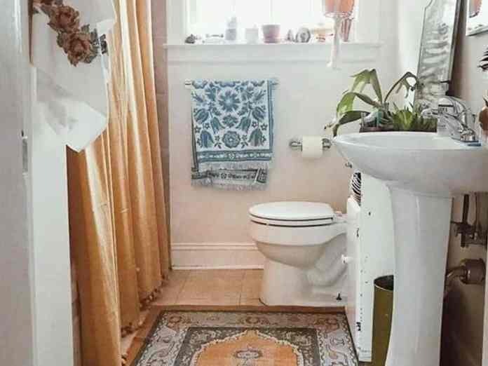 These small bathroom decorating ideas are perfect for a girl on a budget. From chic decor to boho and everything in between, these are the best decor items.