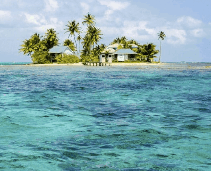 Wondering what the reasons to travel to Belize are? Look no further than the beautiful beaches and incredible rainforests of Belize!