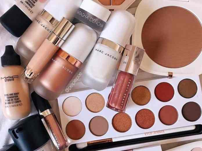 Check out these highest rated beauty products on Amazon that we absolutely approve of! Look into these products right now!
