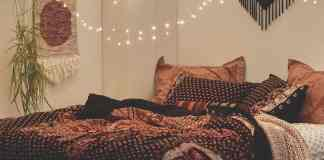 Look at these chic Bohemian bedroom ideas for your new apartment or dorm room! From cute bedding to bright patterns, you'll love the look.