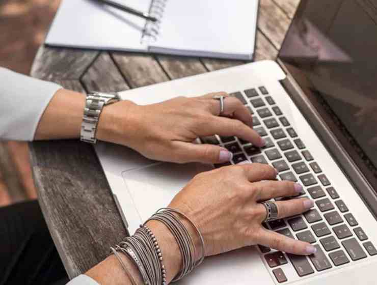 Are you considering or just got offered a position as an administrative assistant? Here are our five best tips on how to succeed on the job.