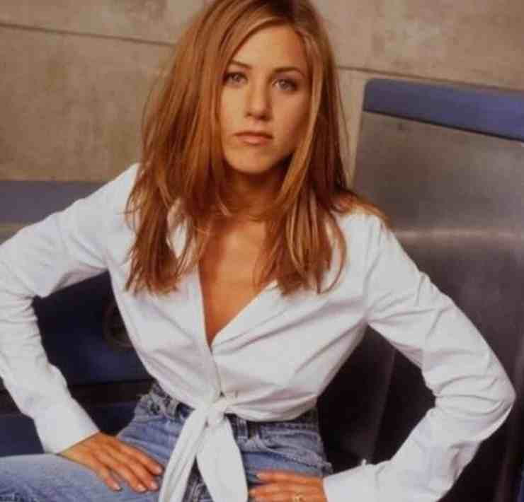 Looking for 90's style inspiration? Just look at our picks of Rachel Green outfits for amazing pieces to copy and wear this summer!