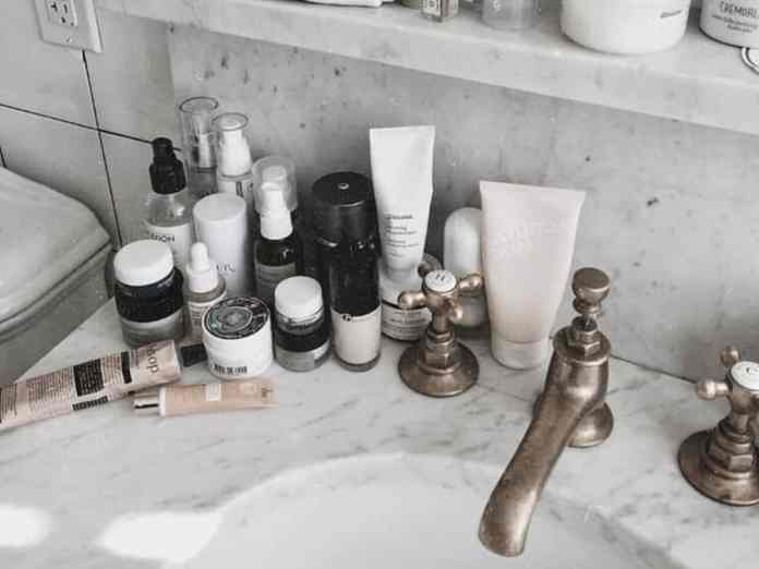 Check out the best skin care routine that you need in your daily life. They will help with acne prevention and overall complexion.