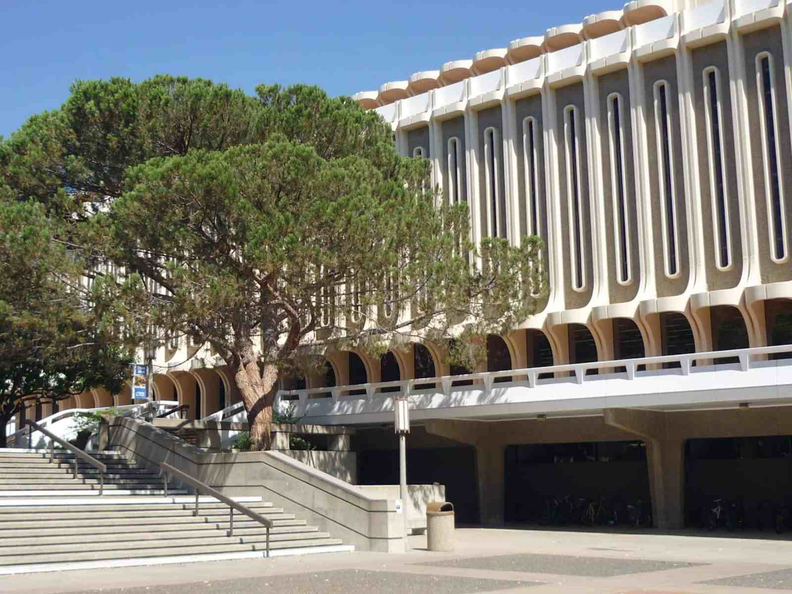 If you're a student at UC Irvine then you need to be sure that you do these things before you graduate! Every anteater must experience these things!