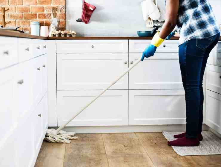 These cleaning hacks will make cleaning your apartment so much easier. We've got all the tips and tricks you'll need to get your place sparkling!