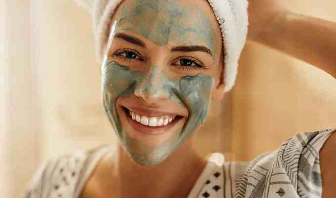 Face masks are a huge help in moisturizing and cleansing your skin. These are the best face masks to repair your skin in the fall!