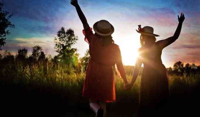 Having fall weekend ideas like going apple picking or carving pumpkins makes spending time with your girlfriends in autumn way more fun!