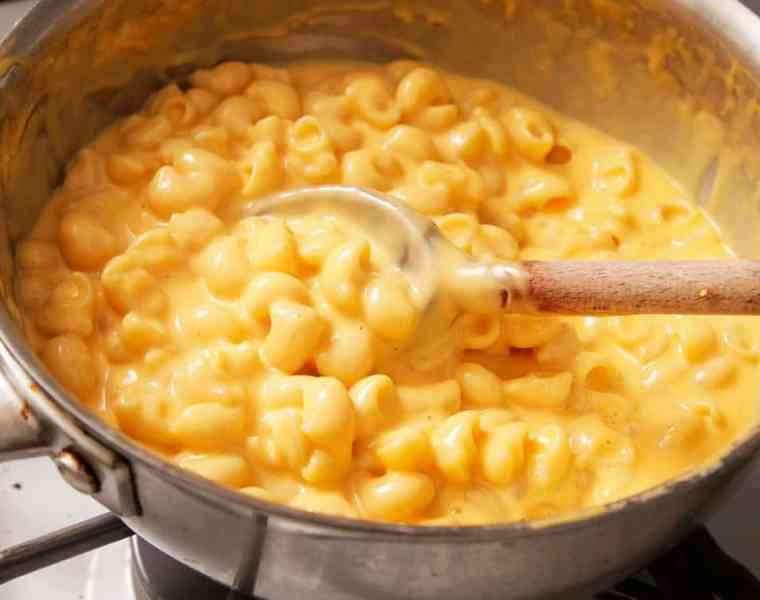 These mac n cheese recipes will leave your mouth watering and stomach growling! These macaroni and cheese dishes are the cheesiest around!