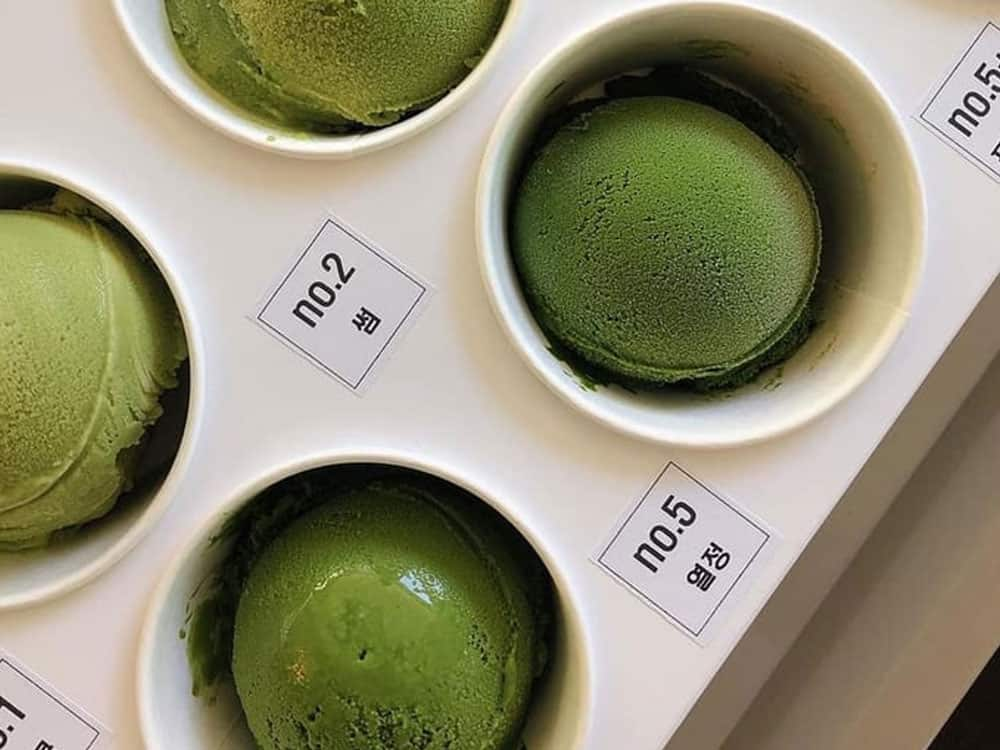Here are some health benefits of matcha and how you can incorporate it into your everyday life. These benefits will have you feeling amazing.