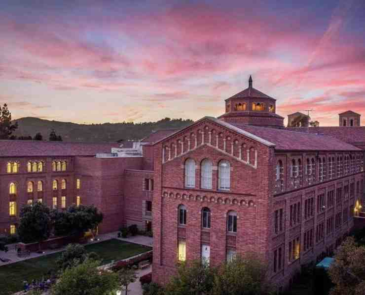 College in SoCal is one of the best experiences you can have. Schools like USC and UCLA offer a great education and atmosphere! Come to Southern California!