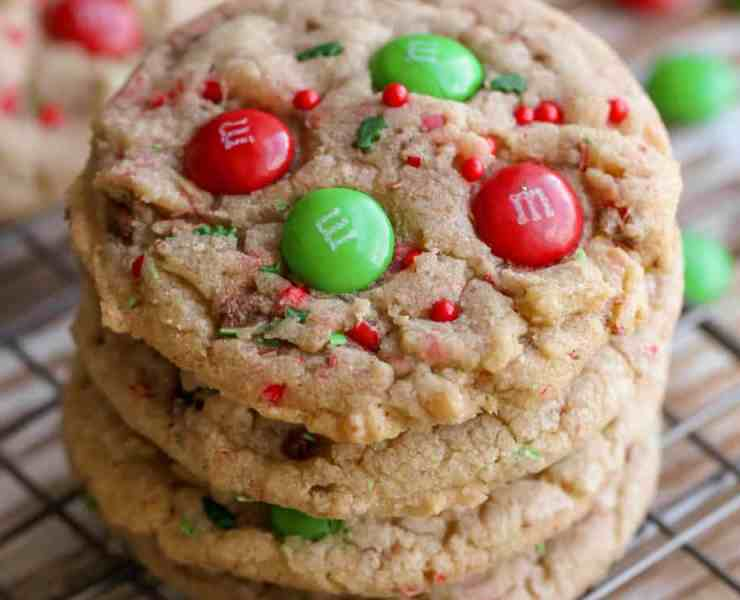 These Christmas cookie recipes are both delicious and unique. They will have your guests coming back for more for sure! Here are our faves!