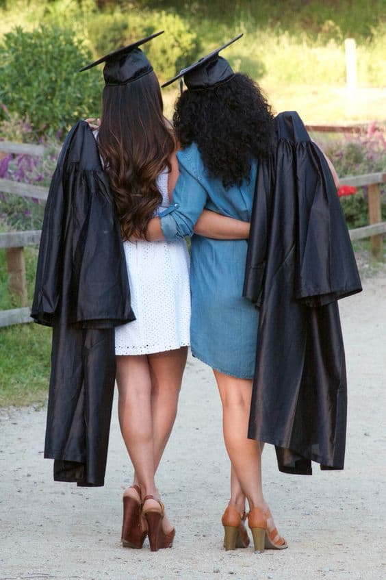 10 Differences Between High School BFFs And College BFFs