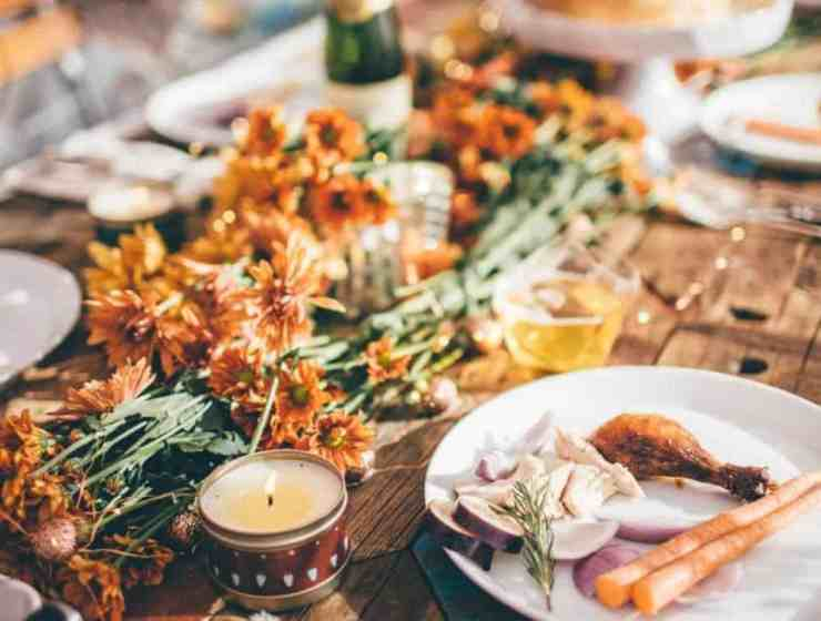 These friendsgiving decoration ideas will ahve your place looking fantastic when all your friends gather around the turkey this November!