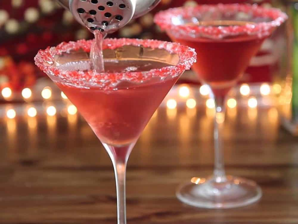 These holiday martinis are absolutely delicious and will have you coming back for more! Here are som recipes for you to try!
