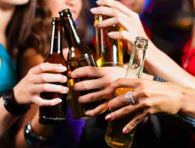 These are some of the best college bars in Nashville! If you're a college student in the area then grab your friends and go for drinks in these spots!