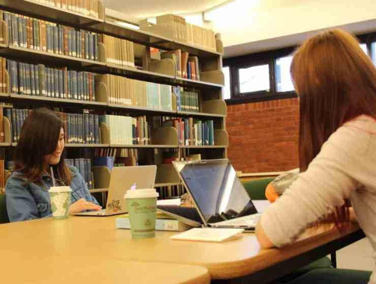 Knowing proper library etiquette is so important when you're entering college. Here's everything you need to know before going to the library.