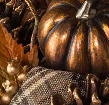 These metallic fall decorations will have your house looking totally chic this autumn! Here are some of our top picks for your decor!