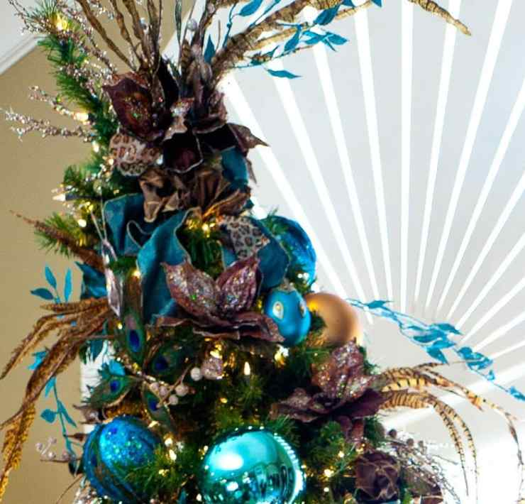 These unique Christmas tree toppers are going to have your Christmas tree looking fantastic. These are some of our favorite Christmas tree decorations!