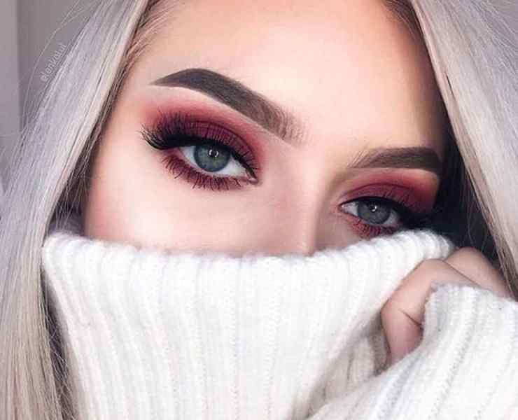 These winter eyeshadow looks are great for the upcoming season and holidays! Check out these winter eyeshadow makeup looks!