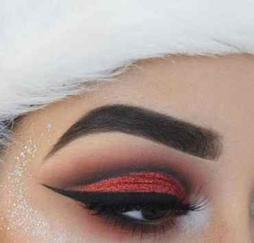 These Christmas makeup ideas are going to have you looking great at your next holiday party! Here are some of our favorite looks!