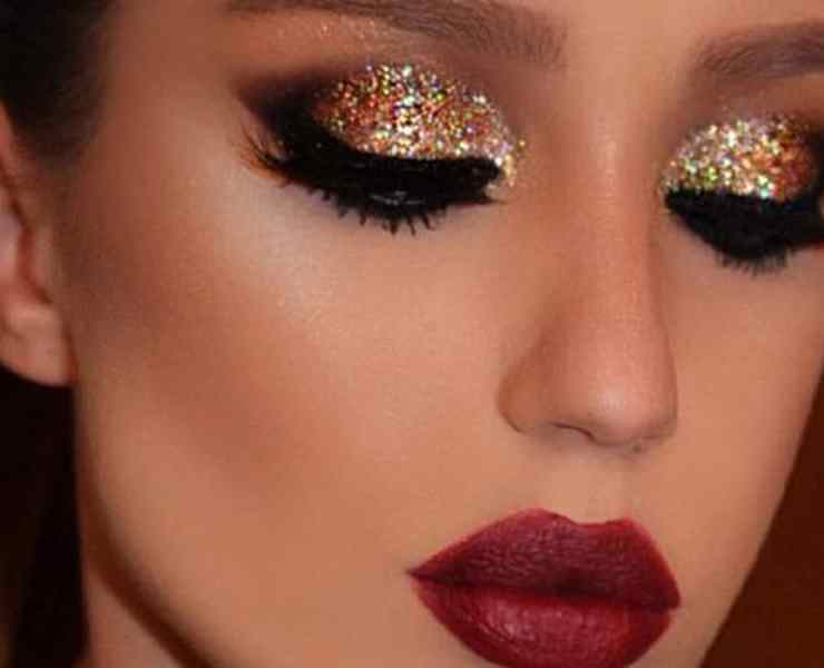 These holiday makeup products are going to have you looking great at your next Christmas party! Here are some of our favorite winter looks!