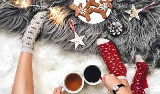 These alcoholic hot chocolate recipes will have you feeling some type of way this Christmas. Watch out for your family members with these boozy recipes!