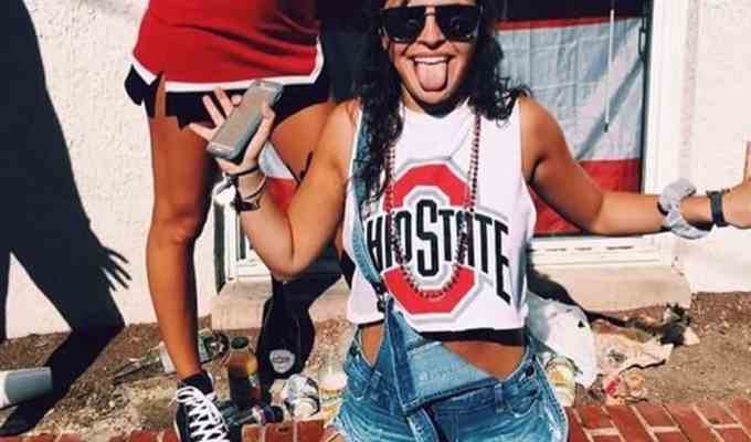 Can't figure out what to wear to gameday? Need something cute but cheap for when block gets messy? Check out these 10 adorable gameday outfit ideas!