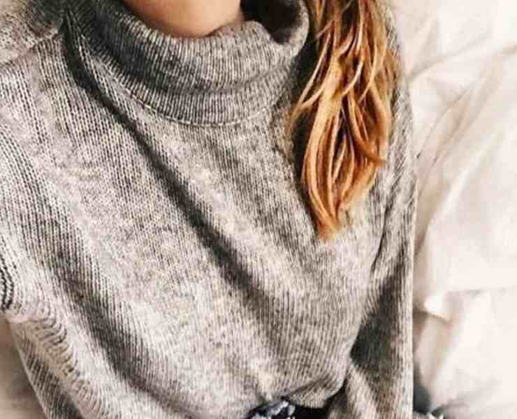 Knowing how to style a turtleneck can be hard at times, but there are ways to do it. Here is our list of ways of how to do that!