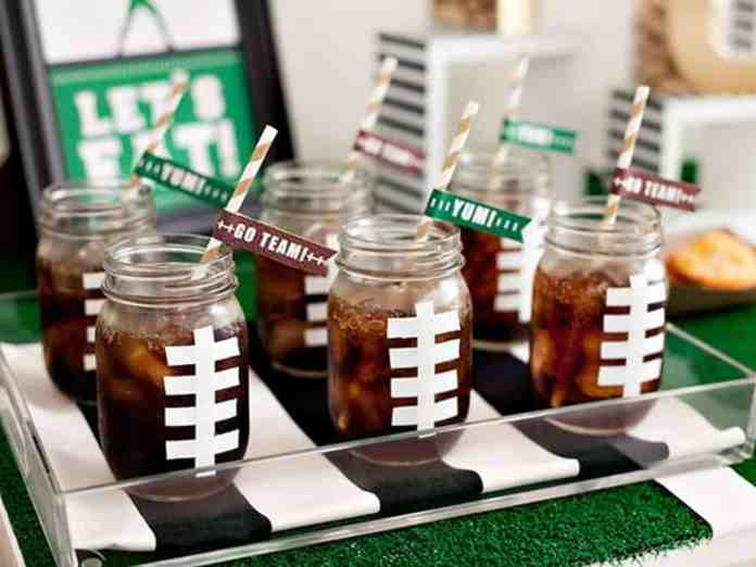 Hosting a Super Bowl party and need great cocktail recipes? Here are 10 Super Bowl drink recipes that will make your Sunday worth while.