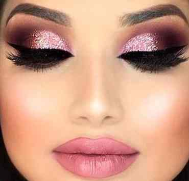Glitter makeup looks that will have people breaking there necks to see you is the ultimate goal.