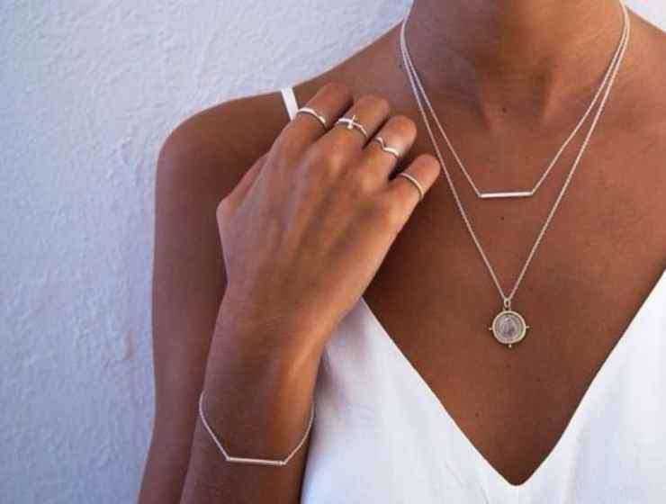 The minimalist jewelry look has been increasing popular throughout the years, when looking for new pieces check out 10 Minimalist Jewelry Pieces.
