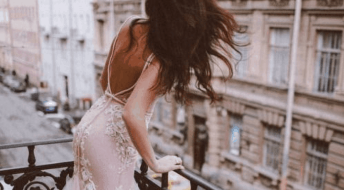 10 Sexy Prom Dresses That Will Grab Everyone's Attention On The Dance Floor
