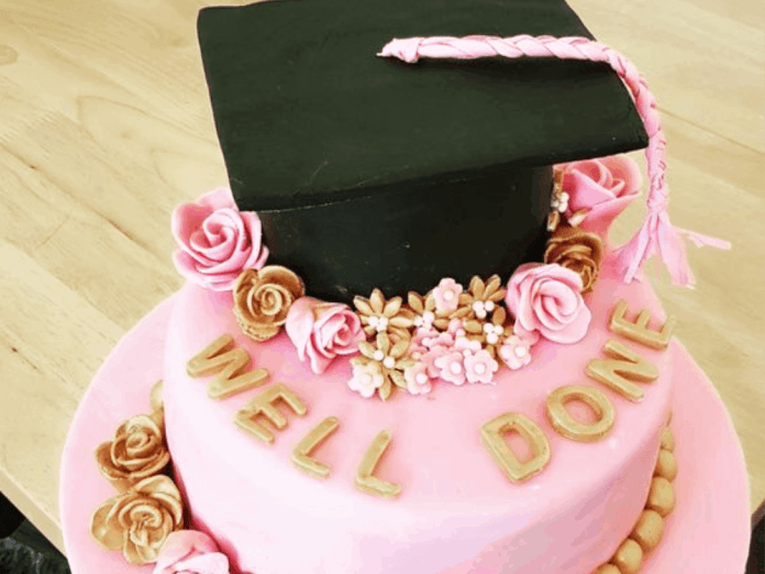 10 Graduation Cakes Everyone At Your Party Will Love Society19