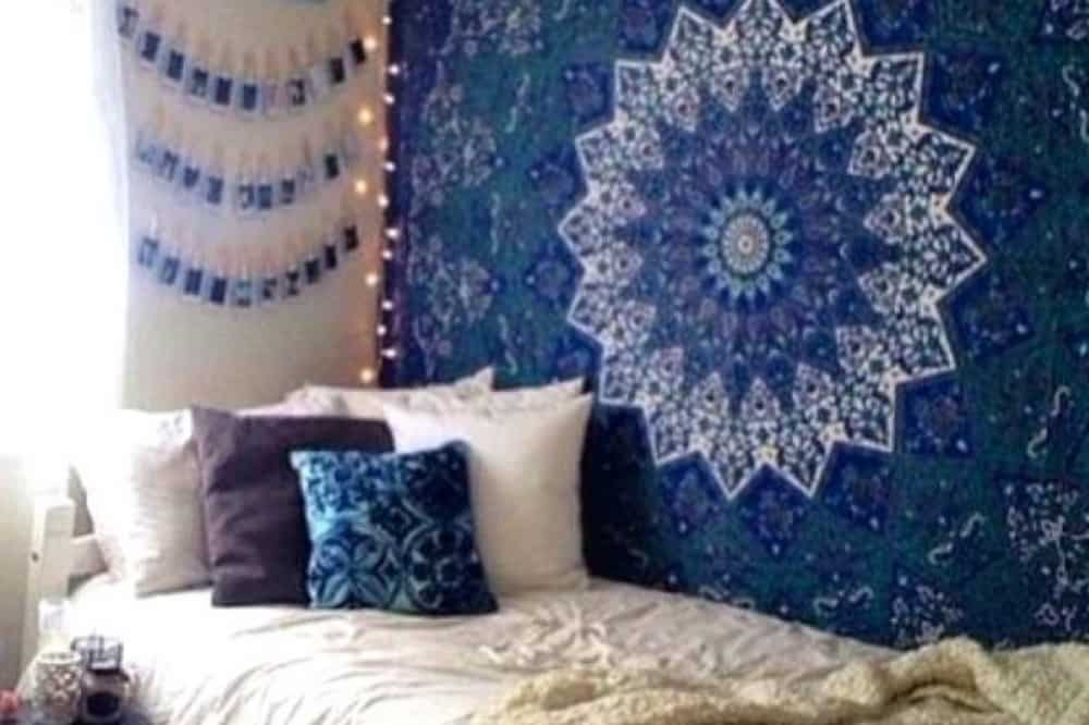 These DIY decor ideas will be perfect for any college student looking to decorate their dorm room. Here are some of the best DIY dorm decor ideas!