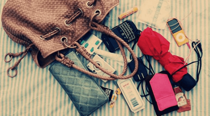 10 Things You Should Always Carry In Your Purse