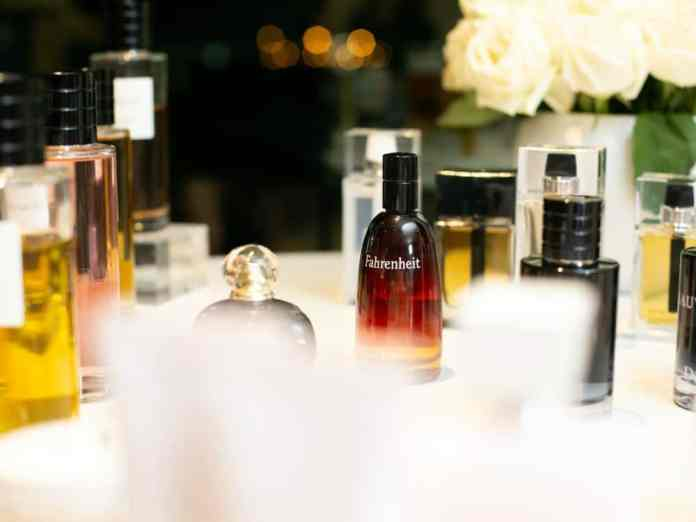 To help you sort through the thousands of perfumes out there, we picked out the 10 men's colognes that nobody can resist for you to know - and try, too!