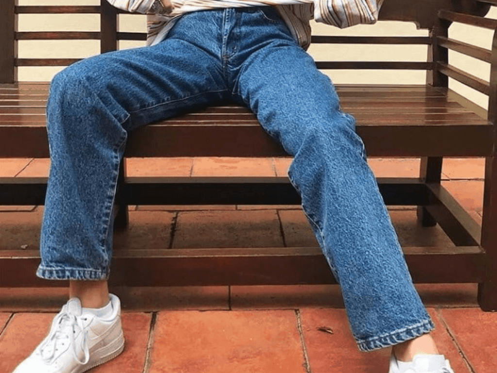 7 Tops To Wear With Mom Jeans You'll Love